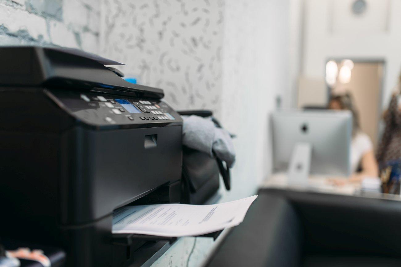 Tanie drukowanie w firmie i w domu – zamienniki do drukarek